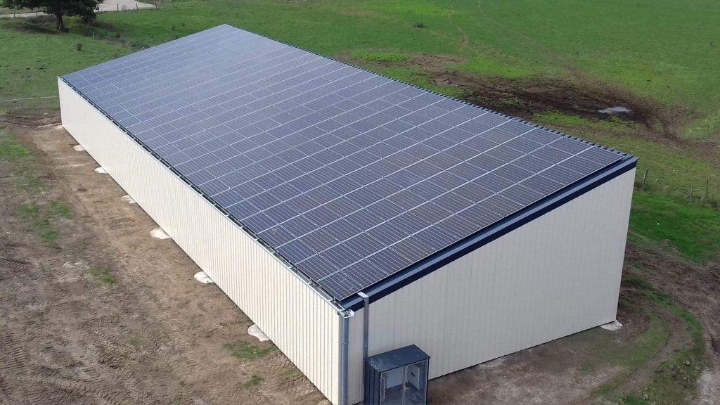 Hangar solaire pour agriculteurs par Triangle Energie
