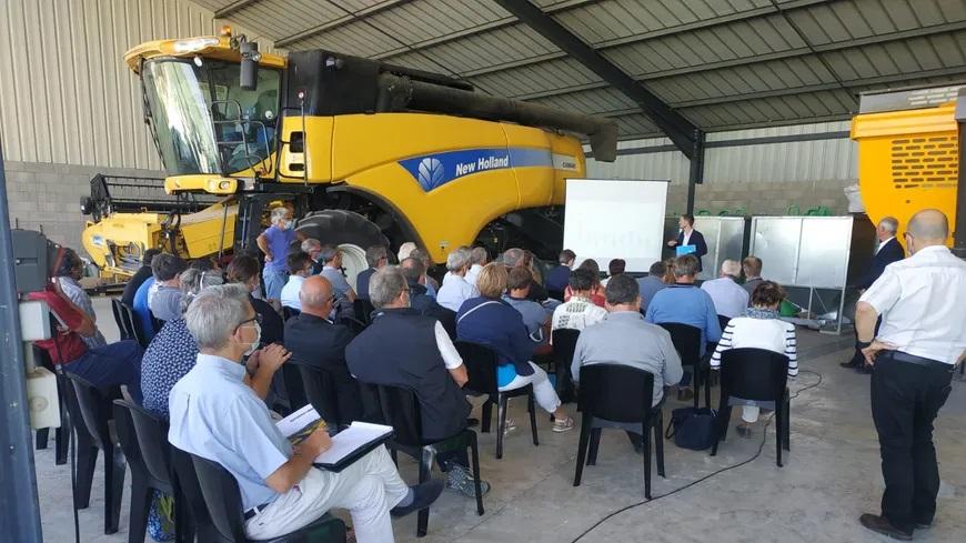 Réunion d'agriculteurs à Noyers-sur-Serein